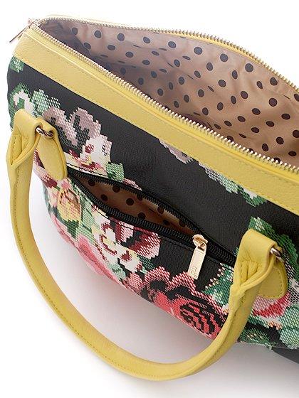 meliebiancoのSadie(Yellow)/海外ファッション好きにオススメのインポートバッグとかばん、MelieBianco(メリービアンコ)のバッグやハンドバッグ。鮮やかな花柄のグラフィックが綺麗なハンドバッグ。シンプルなコーディネートに合わせるだけで、グッと華やかな印象にしてくれます。/main-4