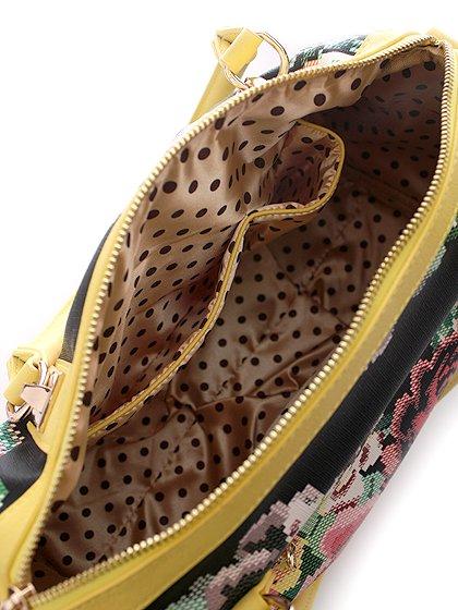 meliebiancoのSadie(Yellow)/海外ファッション好きにオススメのインポートバッグとかばん、MelieBianco(メリービアンコ)のバッグやハンドバッグ。鮮やかな花柄のグラフィックが綺麗なハンドバッグ。シンプルなコーディネートに合わせるだけで、グッと華やかな印象にしてくれます。/main-6