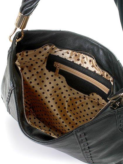 meliebiancoのMargarita(Black)/海外ファッション好きにオススメのインポートバッグとかばん、MelieBianco(メリービアンコ)のバッグやハンドバッグ。ややスリムなデザインがスタイリッシュなショルダーバッグ。ねじねじの持ち手や、揺れるタッセルがとてもかわいい仕上がりです。/main-6