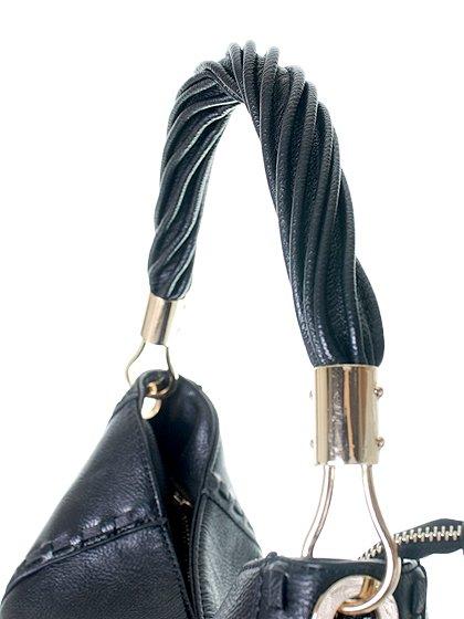 meliebiancoのMargarita(Black)/海外ファッション好きにオススメのインポートバッグとかばん、MelieBianco(メリービアンコ)のバッグやハンドバッグ。ややスリムなデザインがスタイリッシュなショルダーバッグ。ねじねじの持ち手や、揺れるタッセルがとてもかわいい仕上がりです。/main-8