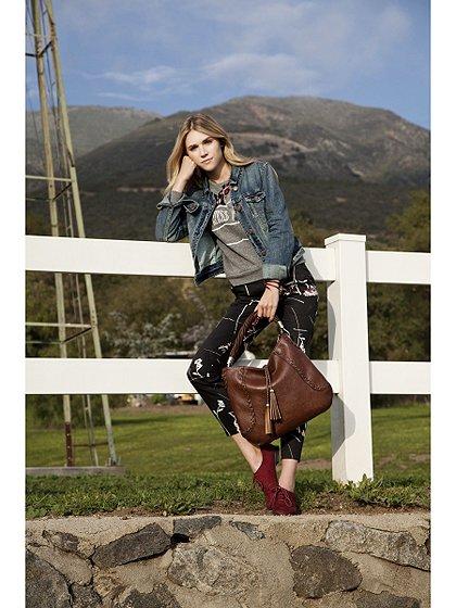 meliebiancoのMargarita(Black)/海外ファッション好きにオススメのインポートバッグとかばん、MelieBianco(メリービアンコ)のバッグやハンドバッグ。ややスリムなデザインがスタイリッシュなショルダーバッグ。ねじねじの持ち手や、揺れるタッセルがとてもかわいい仕上がりです。/main-9