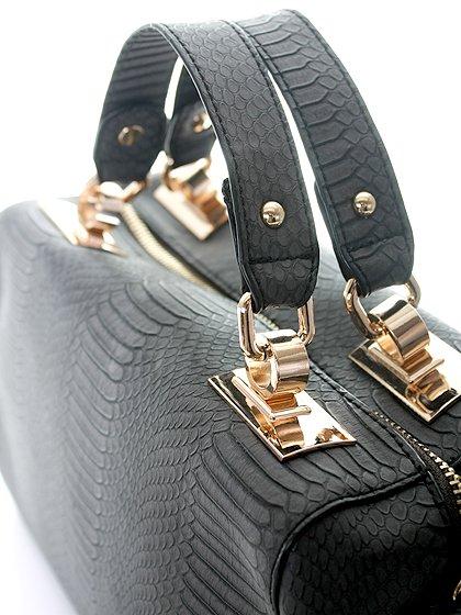 meliebiancoのEstera(Black)/海外ファッション好きにオススメのインポートバッグとかばん、MelieBianco(メリービアンコ)のバッグやハンドバッグ。リザードの型押しが特徴のバッグです。中に物を入れなくてもしっかりと四角い形をキープします。/main-5