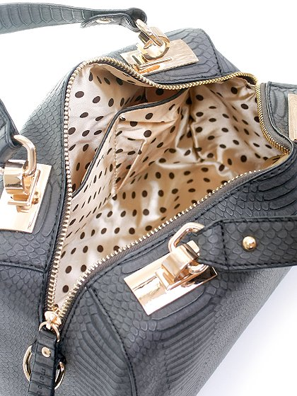 meliebiancoのEstera(Black)/海外ファッション好きにオススメのインポートバッグとかばん、MelieBianco(メリービアンコ)のバッグやハンドバッグ。リザードの型押しが特徴のバッグです。中に物を入れなくてもしっかりと四角い形をキープします。/main-6