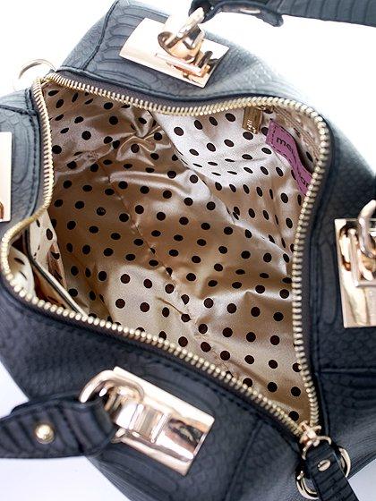 meliebiancoのEstera(Black)/海外ファッション好きにオススメのインポートバッグとかばん、MelieBianco(メリービアンコ)のバッグやハンドバッグ。リザードの型押しが特徴のバッグです。中に物を入れなくてもしっかりと四角い形をキープします。/main-7