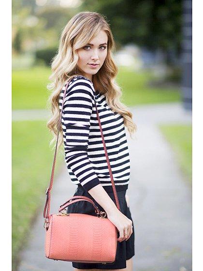meliebiancoのEstera(Black)/海外ファッション好きにオススメのインポートバッグとかばん、MelieBianco(メリービアンコ)のバッグやハンドバッグ。リザードの型押しが特徴のバッグです。中に物を入れなくてもしっかりと四角い形をキープします。/main-9