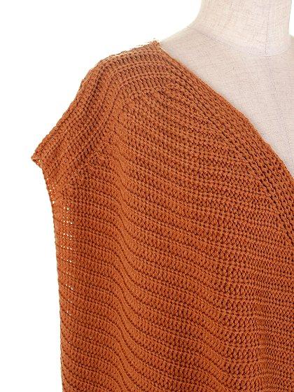 DrapedHemLongVest(Camel)大人カジュアルに最適な海外ファッションのothers(その他インポートアイテム)のアウターやカーディガン。合わせやすいロングタイプのニットベスト。着丈の長いベストは見た目以上に合わせやすく、人気のある商品です。/main-5