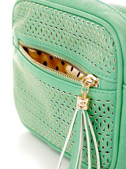 meliebiancoのLucia(Mint)/海外ファッション好きにオススメのインポートバッグとかばん、MelieBianco(メリービアンコ)のバッグやショルダーバッグ。ちょっとしたお出かけにピッタリサイズのミニポーチ。お財布(*1)とスマホだけ持って行きたい時などに重宝しそうです。/main-5