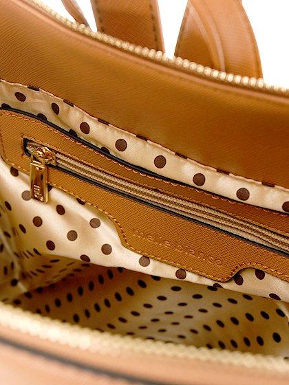 meliebiancoのMolly(Camel)/海外ファッション好きにオススメのインポートバッグとかばん、MelieBianco(メリービアンコ)のバッグやその他。メリービアンコのラインナップではあまり見かけないリュックが登場しました。しっかりとした堅めのマテリアルなんので少ない荷物でもしっかりと形をキープしてくれます。/main-11
