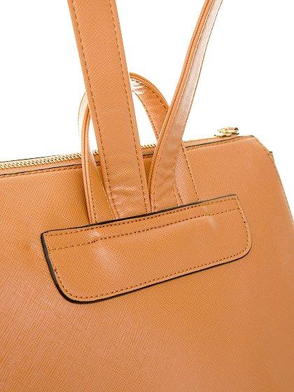 meliebiancoのMolly(Camel)/海外ファッション好きにオススメのインポートバッグとかばん、MelieBianco(メリービアンコ)のバッグやその他。メリービアンコのラインナップではあまり見かけないリュックが登場しました。しっかりとした堅めのマテリアルなんので少ない荷物でもしっかりと形をキープしてくれます。/main-6
