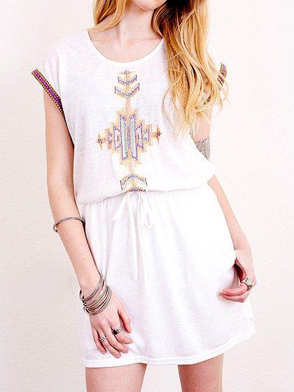L.A.直輸入のEmbroideredBohoShirtDress大人カジュアルに最適な海外ファッションのothers(その他インポートアイテム)のワンピースやミニワンピース。Tシャツ素材のお手軽ワンピース。Boho風のアズテック柄の刺繍が可愛いアイテムです。/main-13