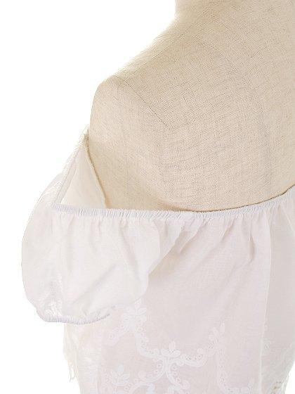 CottonCandyLAのSeasideTop/セクシーさのある大人カジュアルブランドCottonCandyL.A.(コットンキャンディーL.A.)のトップスやカットソー。毎年人気のオフショルダーのトップス。注目の白を取り入れたい方にもオススメのアイテムです。/main-7