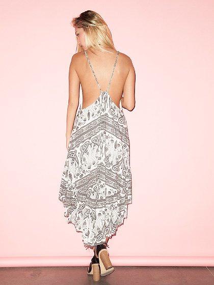 CottonCandyLAのJaneDress/セクシーさのある大人カジュアルブランドCottonCandyL.A.(コットンキャンディーL.A.)のワンピースやマキシワンピース。大人カジュアルに最適なワンピース。タイト目なボディから広がるテールカットのスカートが綺麗なラインです。/main-14