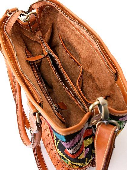 roomIVYのIkat&LeatherCombiBag/ビーチでのリゾートファッションブランド、roomIVY(ルームアイビー)のバッグや。何と言うカワイさでしょう・・・。カラフルな手織りのイカットにレザーウーブンのコンビネーションが素敵です。/main-11