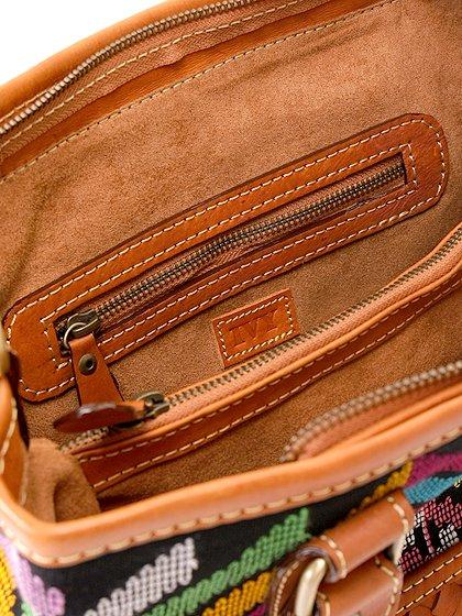 roomIVYのIkat&LeatherCombiBag/ビーチでのリゾートファッションブランド、roomIVY(ルームアイビー)のバッグや。何と言うカワイさでしょう・・・。カラフルな手織りのイカットにレザーウーブンのコンビネーションが素敵です。/main-13