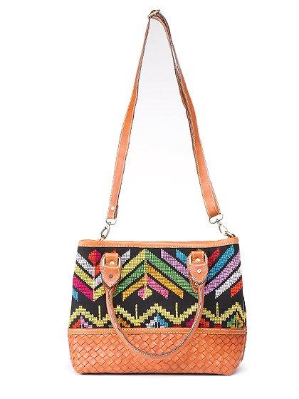 roomIVYのIkat&LeatherCombiBag/ビーチでのリゾートファッションブランド、roomIVY(ルームアイビー)のバッグや。何と言うカワイさでしょう・・・。カラフルな手織りのイカットにレザーウーブンのコンビネーションが素敵です。/main-5