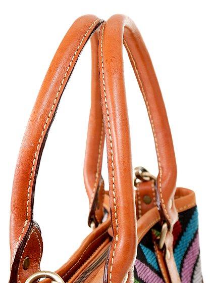 roomIVYのIkat&LeatherCombiBag/ビーチでのリゾートファッションブランド、roomIVY(ルームアイビー)のバッグや。何と言うカワイさでしょう・・・。カラフルな手織りのイカットにレザーウーブンのコンビネーションが素敵です。/main-7