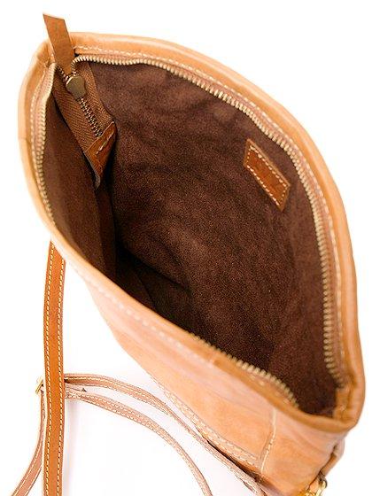 roomIVYのLeatherWovenClutch/ビーチでのリゾートファッションブランド、roomIVY(ルームアイビー)のバッグや。しっとりとしたレザーのクラッチバッグ。程よいサイズにショルダーストラップも付いた便利クラッチです。/main-15