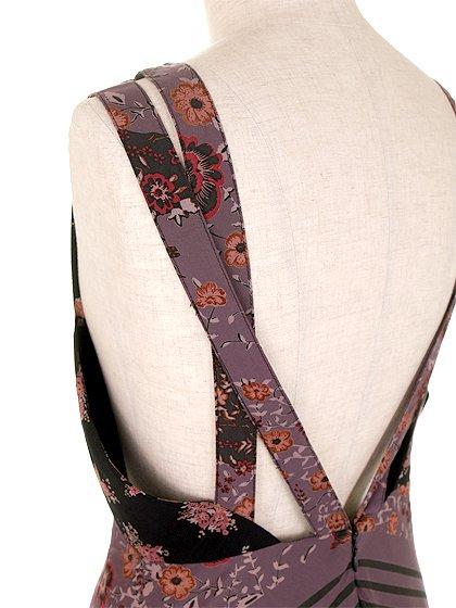 FreePeopleのPocketfulOfWildflowersPrintedDress(BlackCombo)/世界中のセレブファッション好きに大人気のFreePeople(フリーピープル)のワンピースやマキシワンピース。上質なマテリアルをスッキリシルエットに仕上げたマキシワンピースです。甘くなりがちな花柄を大人っぽく、そして遊び心あるデザインでまとめたアイテム。/main-7