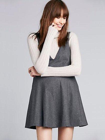 FreePeopleのGemma'sFavoriteDress/世界中のセレブファッション好きに大人気のFreePeople(フリーピープル)のワンピースやミニワンピース。何とも可愛らしいジャンパースカートがフリーピープルから入荷しました。着まわしが利くグレーをチョイスしました。/main-14