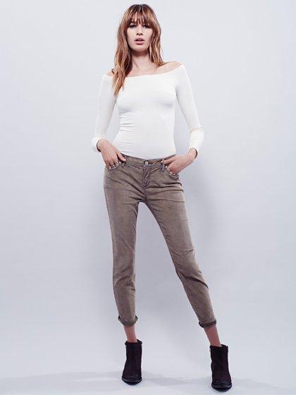 FreePeopleのCordRollerSkinny(Olive)/世界中のセレブファッション好きに大人気のFreePeople(フリーピープル)のボトムやパンツ。フリーピープルが得意とするユーズド加工のコーデュロイクロップパンツ。freepeopleのパンツは美脚&美尻で当店でもファンが多いアイテムです。/main-13