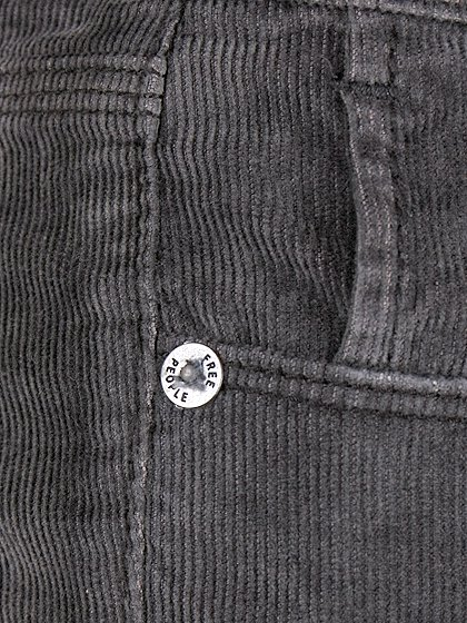 FreePeopleのCordRollerSkinny(Black)/世界中のセレブファッション好きに大人気のFreePeople(フリーピープル)のボトムやパンツ。フリーピープルが得意とするユーズド加工のコーデュロイクロップパンツ。freepeopleのパンツは美脚&美尻で当店でもファンが多いアイテムです。/main-9