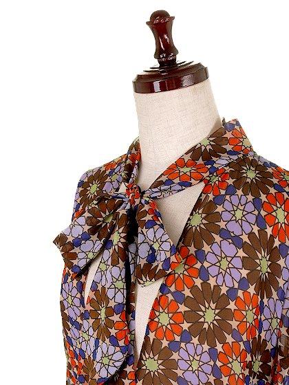 CottonCandyLAのWarholDress/セクシーさのある大人カジュアルブランドCottonCandyL.A.(コットンキャンディーL.A.)のワンピースやミニワンピース。70's感あふれる花柄ミニワンピース。花柄と言っても幾何学模様の様にデフォルメされたデザインで、レトロ感を上手に現代風にアレンジしています。/main-6