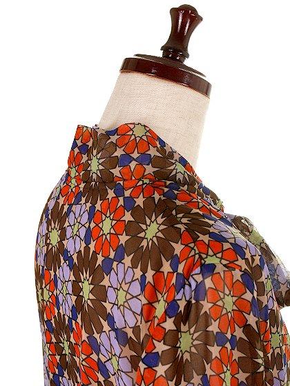 CottonCandyLAのWarholDress/セクシーさのある大人カジュアルブランドCottonCandyL.A.(コットンキャンディーL.A.)のワンピースやミニワンピース。70's感あふれる花柄ミニワンピース。花柄と言っても幾何学模様の様にデフォルメされたデザインで、レトロ感を上手に現代風にアレンジしています。/main-7