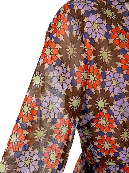CottonCandyLAのWarholDress/セクシーさのある大人カジュアルブランドCottonCandyL.A.(コットンキャンディーL.A.)のワンピースやミニワンピース。70's感あふれる花柄ミニワンピース。花柄と言っても幾何学模様の様にデフォルメされたデザインで、レトロ感を上手に現代風にアレンジしています。/main-9