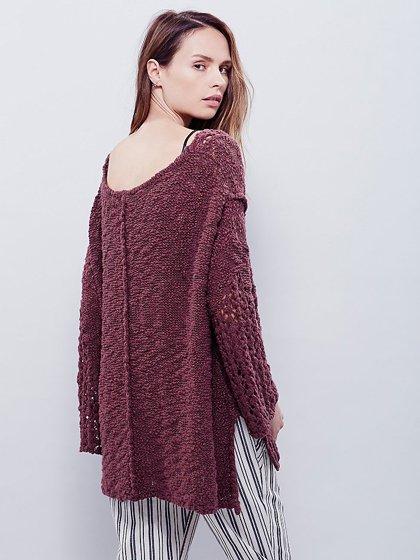 FreePeopleのPrettyPointelleVee(Rose)/世界中のセレブファッション好きに大人気のFreePeople(フリーピープル)のトップスやニット・セーター。毎年人気のオーバーサイズドニット。スキニーボトムやゆったりシルエットのスカートなど、ボトムを問わず合わせられます。/main-16