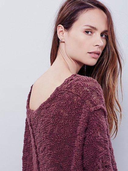 FreePeopleのPrettyPointelleVee(Rose)/世界中のセレブファッション好きに大人気のFreePeople(フリーピープル)のトップスやニット・セーター。毎年人気のオーバーサイズドニット。スキニーボトムやゆったりシルエットのスカートなど、ボトムを問わず合わせられます。/main-18