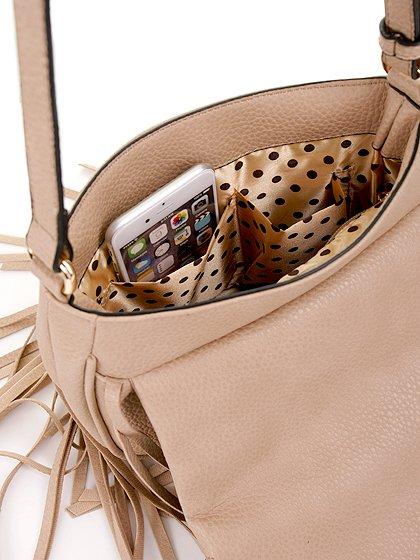 meliebiancoのWinnie(Nude)/海外ファッション好きにオススメのインポートバッグとかばん、MelieBianco(メリービアンコ)のバッグやショルダーバッグ。小ぶりなボディのショルダーバッグ。2か所から出ていてる長めのフリンジが特徴のアイテムです。/main-6